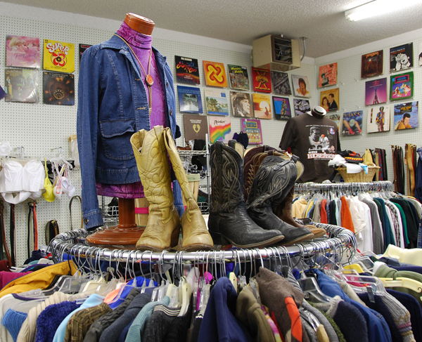 10 reasons you should choose thrifting over shopping